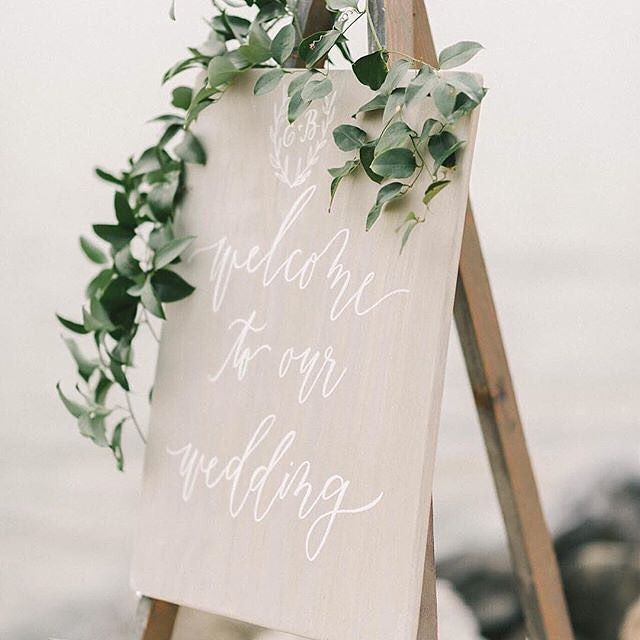 How did you welcome guests to your #wedding?  Styling: @kaririderevents Calligraphy: @lhcalligraphy Photo: @lizfogarty