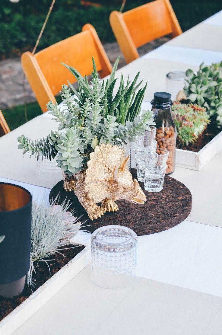 Best 20 dinosaur wedding ideas on pinterest for Dinosaur decor