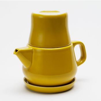 Kinto Couleur Tea For One (500ml pot): Handcrafted in Nagasaki, Japan, these beautiful, contemporary tea sets incorporate three stackable parts, with everything you need to make a pot of tea for one. A strainer incorporated into the teapot's spout.  500ml pot