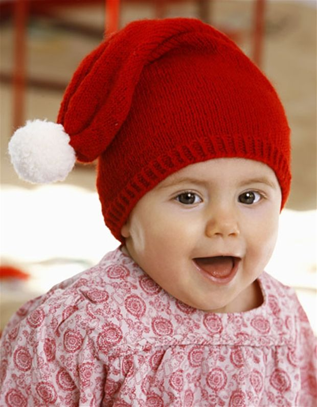 Ingen jul uden nissebørn – her får du opskriften på en nem strikket nissehue i størrelser, så du kan klæde de allermindste på.