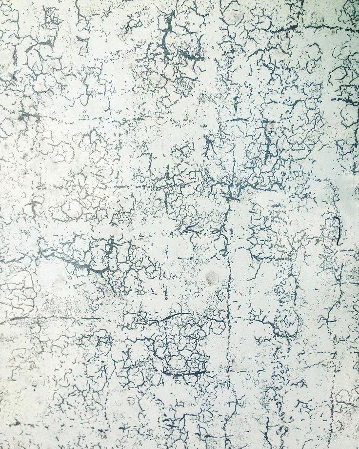 I N S P I R A T I O N #krakeleret #gammellåge #efterladt #inspiration #motiv #labyrint #tilfældigheder #foto #mønster #fotografi #krakeleringer #abstrakt #tilfældig #designstudio #design #grafik #odder #aarhus