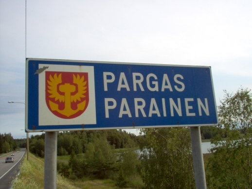 The two languages, Swedish and Finnish, are used in all the signs inside the town.