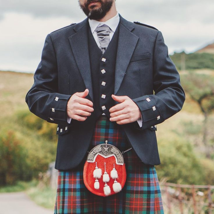 Want to be ready for the #BurnsNight #supper? Buy all the essential items and create the perfect #Scottish #evening. All you need for this special time is now even up to 40% cheaper! #kilt #maninkilt #Scotland #menswear #mensfashion #sporran #traditionalwear  #scottishwedding