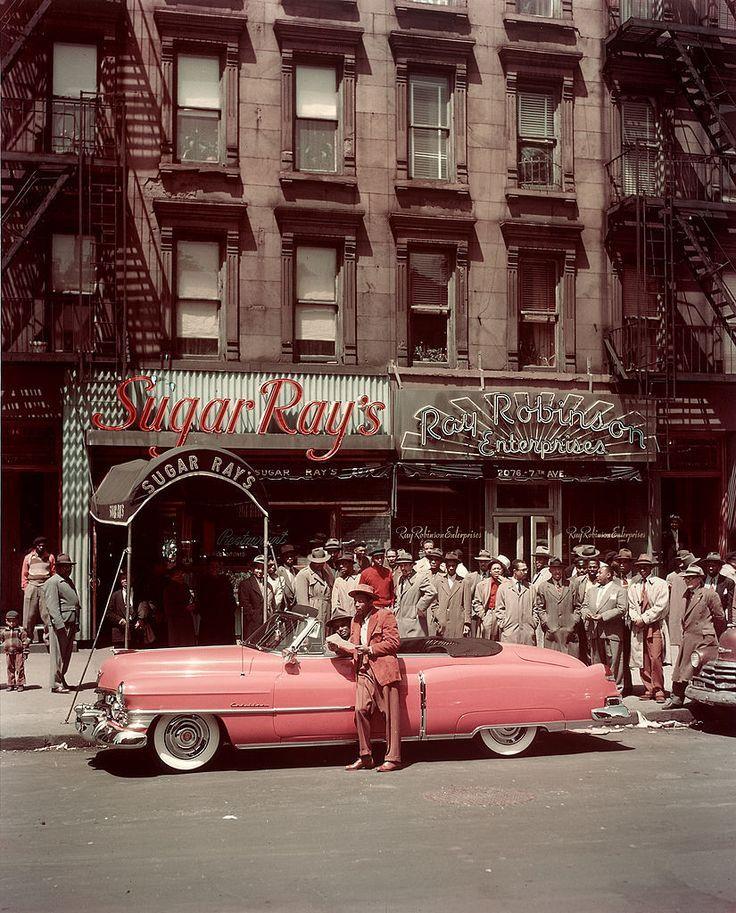 Boxer Sugar Ray Robinson posierte vor seinem neuen pinkfarbenen Cadillac-Cabriol… #Klassiche Cadillac Auto