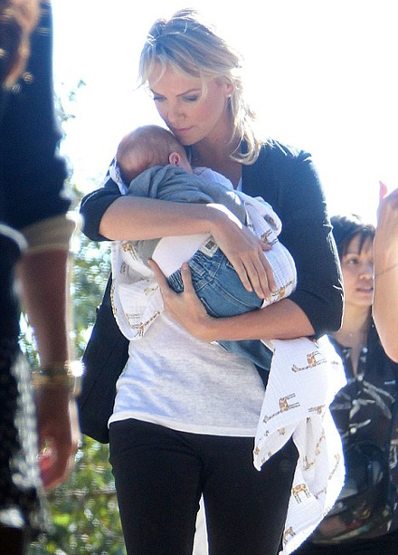 Charlize Theron is happy for being a mom! http://www.glamourvanity.com/celebrity-kids/from-around-the-web-new-details-on-charlize-therons-adopted-son-jackson/: Charlize Theron, Celebrity Mom, Celebrity Baby, Charlizetheron, Celebrity Kids, Baby Boys, New Baby, Celebrity Parents, Celebrity Adoption