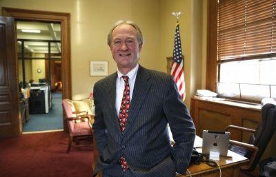 Бывший губернатор штата Род-Айленд вступил в президентскую гонку в США