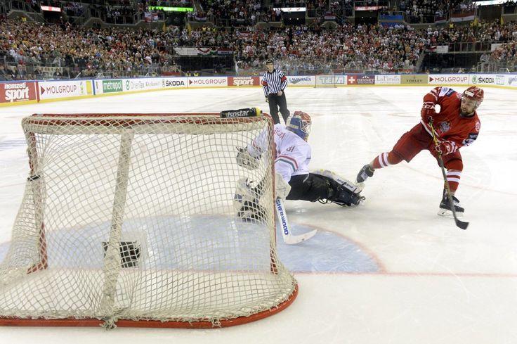 Polscy hokeiści wygrali z Węgrami i zagrają o igrzyska w PyeongChang | Sporty Zimowe  w Sport TVN24