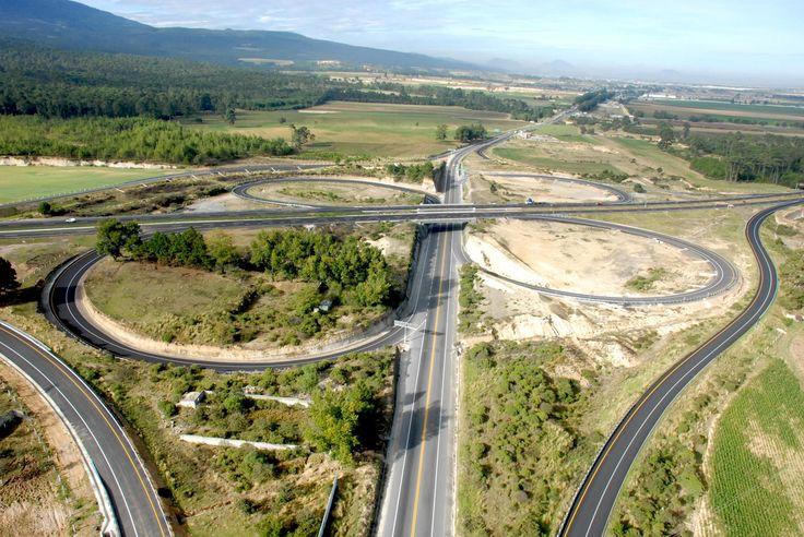 El Gobernador Javier Duarte de Ochoa mencionó que esta obra de infraestructura carretera forma parte del corredor del Altiplano que une al puerto de Veracruz con el centro del país.