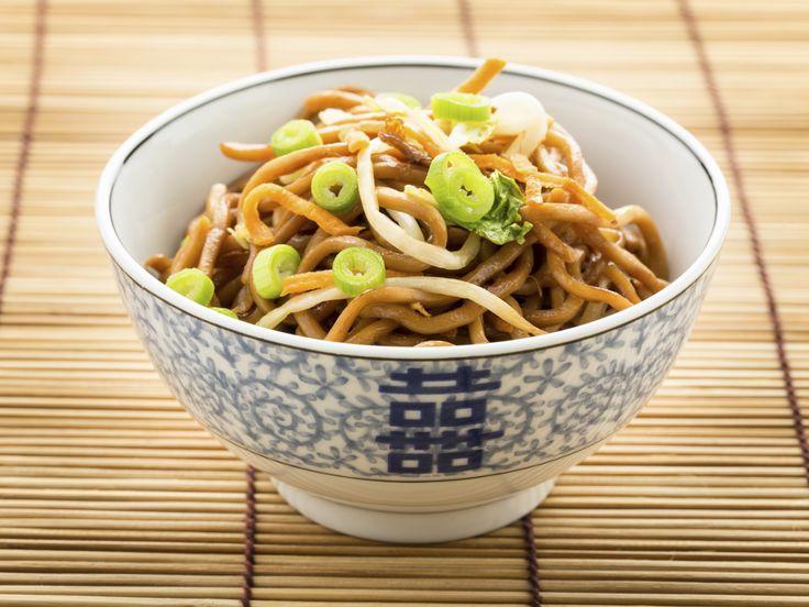 Snel Aziatisch gerecht: tofu met taugé // https://www.gezondheidsnet.nl/wat-eten-we-vandaag/tofu-met-tauge #recept #gezondeten #tofu #tauge #azie