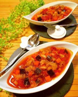 「茄子とキャベツたっぷり♪ミネストローネ」茄子とキャベツたっぷりの、ミネストローネです。セロリを入れると、お店の味に近づきます。野菜は角切りにして、食べるスープにしました。野菜が沢山とれますよ。【楽天レシピ】