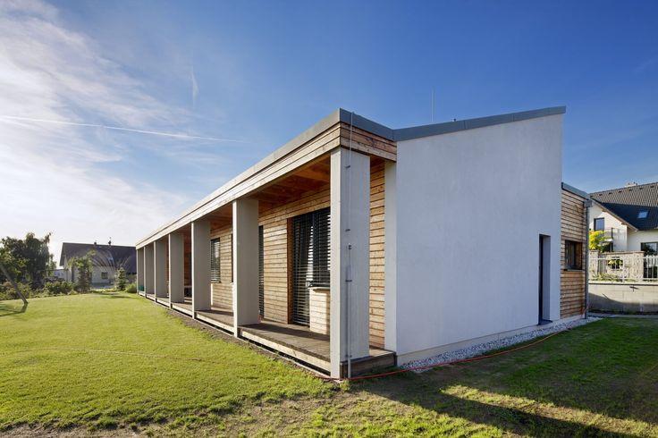 Jednoduchá přízemní dřevostavba je splněním snu o bydlení za městem