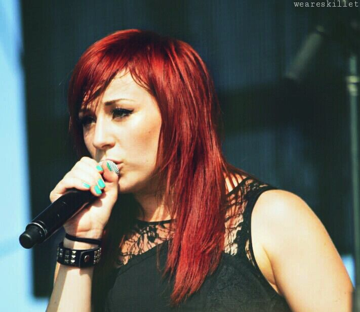 (FC Jen Ledger) hey I'm Jen, I love punk rock and I'm in a band. I have depression and anxiety, I have the power to turn rocks into diamonds. See ya