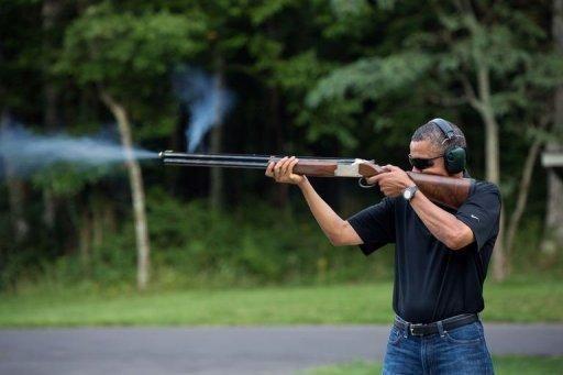 Parodies de Barack Obama tirant au fusil - http://www.2tout2rien.fr/parodies-de-barack-obama-tirant-au-fusil/