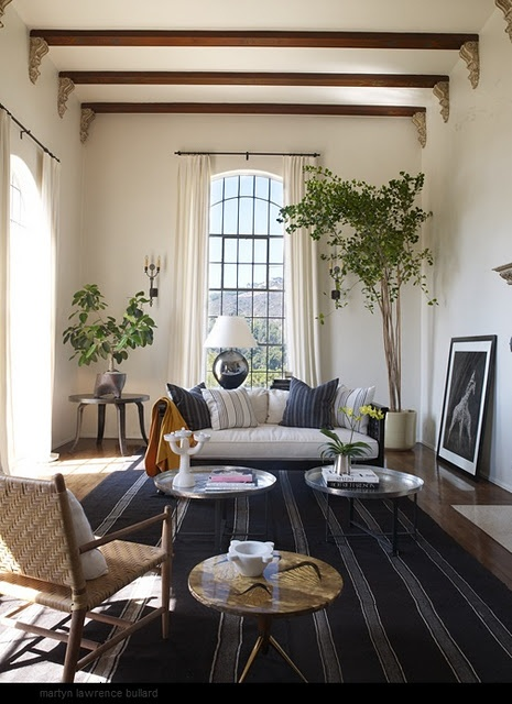love the beams: Living Rooms, Expo Beams, Blue, Ellen Pompeo, Plants, High Ceilings, House, Elle Decoration, Rugs