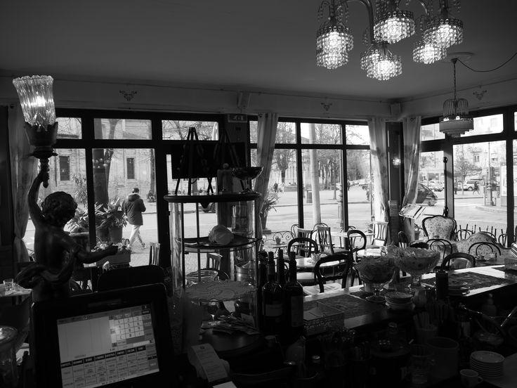 Forse il bar più bello .La pulcinella,piazzale Picelli. (foto amas)