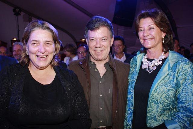 El deber cumplido: Ministra de Cultura, Presidente Santos y directora de Proimágenes, Claudia Triana.  Crédito: Miltón Ramírez/MinCultura 2012