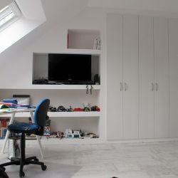 Kastruimte voor speelgoed en kleding op zolderkamer. Alles eenvoudig te realiseren met TREL systemen. www.trelsystems.nl