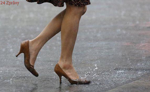 Neničte ženám nohy. V Kanadě chtějí zakázat vysoké podpatky v práci