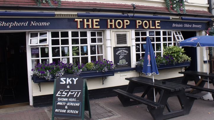 The Hop Pole - The Hop Pole is located on close to the beautiful, grade-II listed Wandsworth Park in south west London. Along with friendly staff, The Hop Pole is comfortably furnished serving quality food throughout the day with a mix of traditional pub fare and more exotic Thai offerings – also catering for vegetarians and vegans on request too.