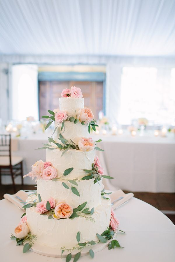 Classic Wedding Cake with Pink Roses | photography by http://www.justinebursoni.com/