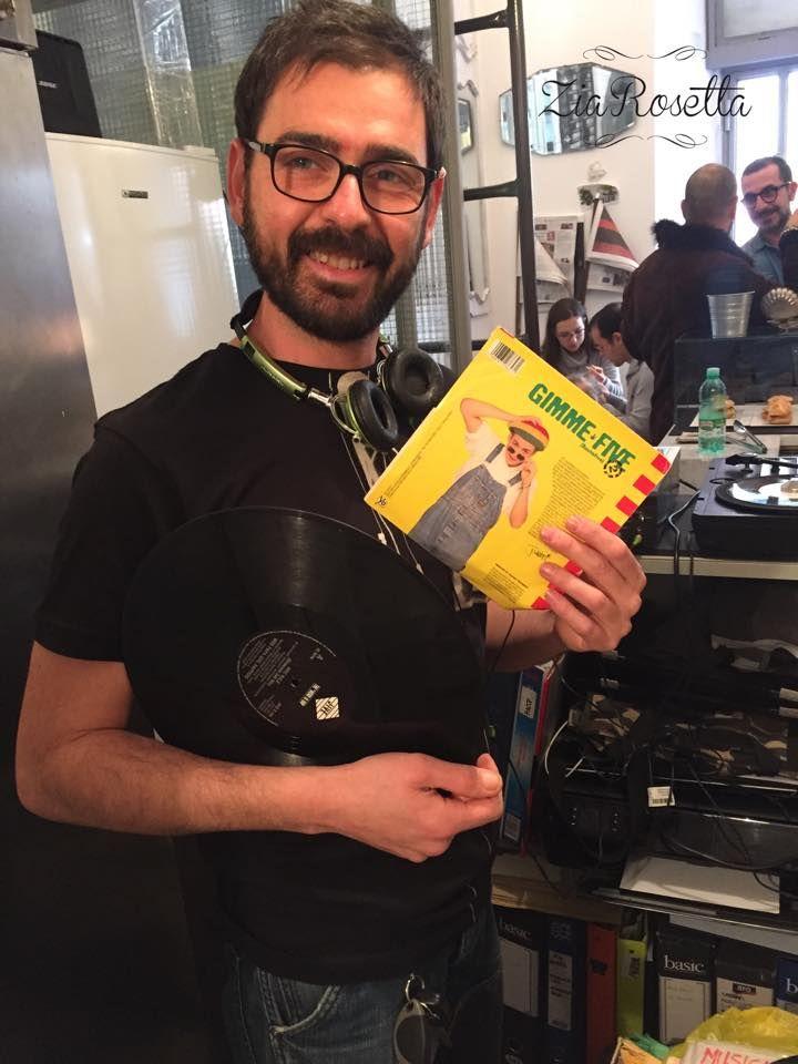 Solo Hit con Fabio B Dascola in consolle!!! E tra poco ci raggiunge Richard Von Sabeth con le sue selezioni Nineties Emoticon smile Buon pomeriggio da Zia Rosetta!