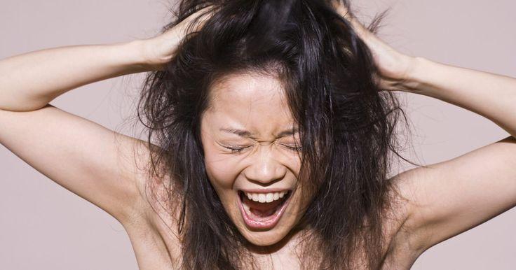Como o clima úmido afeta o cabelo?. A umidade é a quantidade de vapor de água existente no ar. Quanto maior for sua concentração, mais úmido é o clima. O nível de umidade na atmosfera pode ajudar meteorologistas a preverem a possibilidade de precipitações de chuva, neve e granizo (assim como nevoeiros e orvalhos). Ela não somente afeta o clima, mas também o cabelo humano. A fibra ...