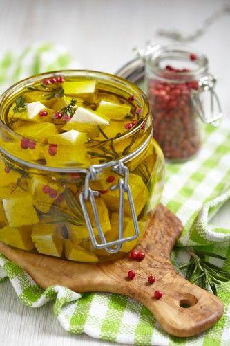 Маринованный сыр с овощами: рецепт вкусной закуски