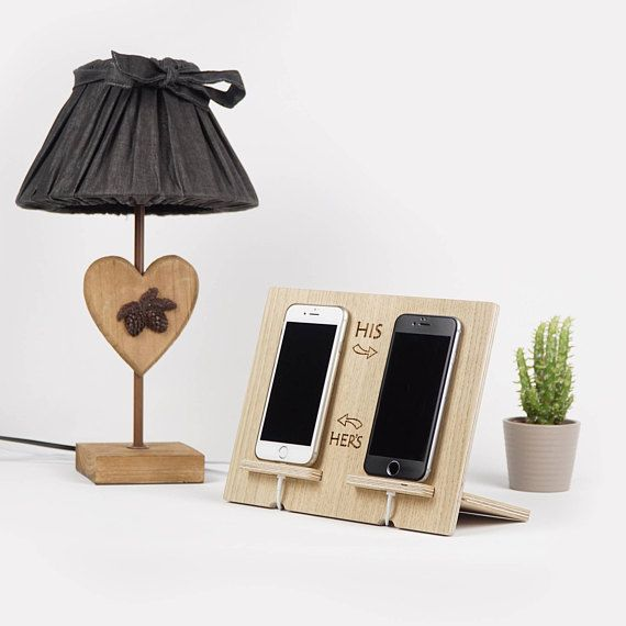handyhalter dockingstation telefonladestation aus holz telefonhalter aus holz praktisches. Black Bedroom Furniture Sets. Home Design Ideas