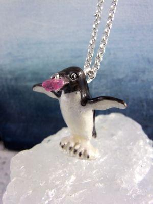 「ピンクスピネルとアデリーペンギン」ネックレス