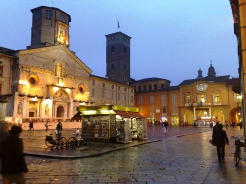Here is the piazza in Reggio.  After soaking in all the beauty of the schools during the day, I may take a stroll around taking photographs.  Wanna join me?  The first round of Lemoncello is on me.