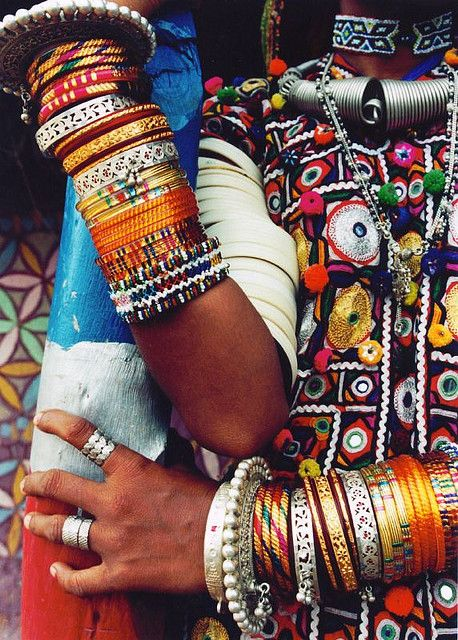 Lots and lots of Indian bangles, even on the upper arm to shoulder! Need to rock this one day...