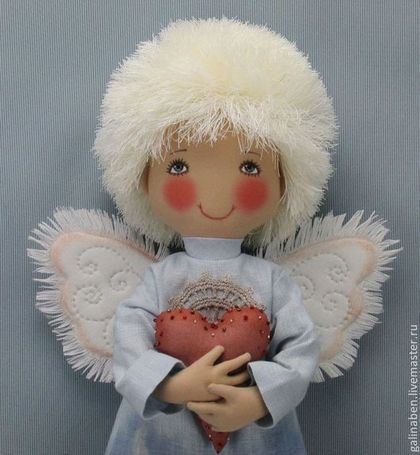 Купить или заказать Текстильная кукла Ангел в интернет-магазине на Ярмарке Мастеров. Текстильный ангел . Использованы натуральные материалы-лён, хлопок, шёлк. Личико-ручная вышивка. Платье декорировано вышивкой, вязаными элементами и миниатюрными цветочками ручной работы. Сердечко вышито бисером. Крылья стёганные вручную. Великолепный подарок на любой случай жизни. Особенно на свадьбу и крестины.