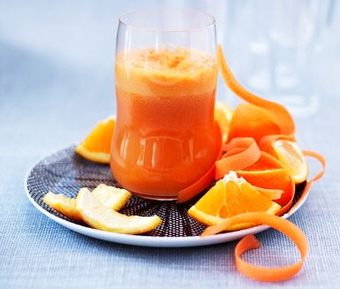 Få en bra start på dagen med den här friska juicen gjord på morötter, apelsiner, äpplen och ingefära!