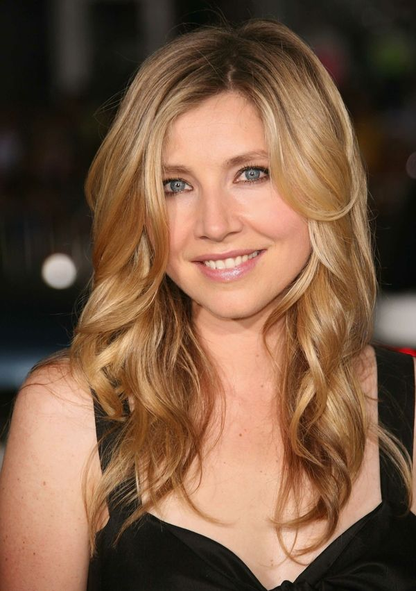 "Sarah Chalke was born in Ottawa, Ontario, and raised in Vancouver, British Columbia. She is  known for portraying Dr. Elliot Reid on the NBC/ABC comedy series Scrubs, the second Rebecca ""Becky"" Conner on the ABC sitcom Roseanne, and Stella Zinman in the CBS sitcom How I Met Your Mother"