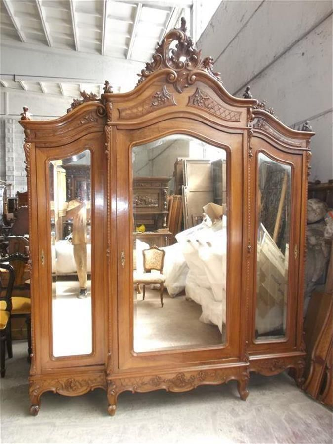 Beautiful Carved Italian Antique Walnut Victorian Bedroom Set Armoire    15it010a