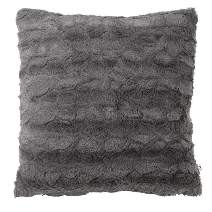 Un accesoriu ideal pentru zile friguroase și spații nordice: perna decorativă MYGGBLOM din imitatie blană gri. | JYSK