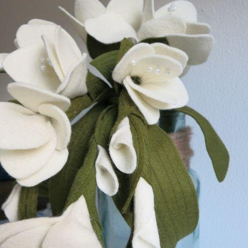 Waterval boeket met gladiolen. Bruidsboeket van vilt: www.be-flowerd.