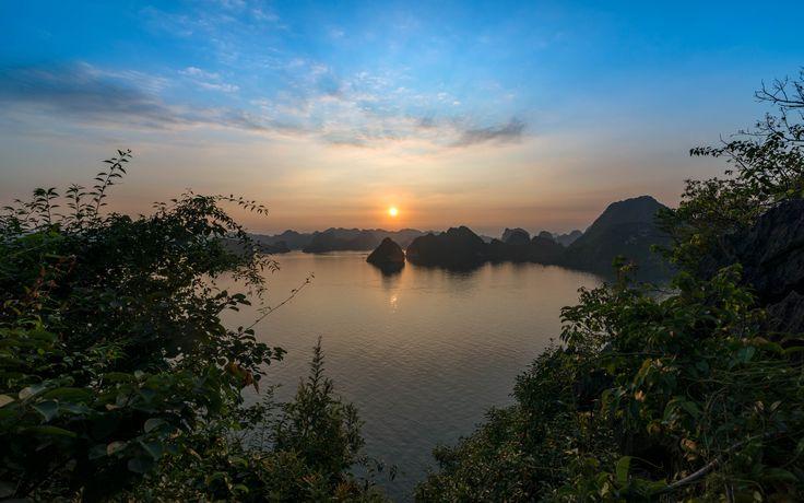 https://flic.kr/p/H9dSEB | Halong Bay Sunset | Halong Bay, Vietnam