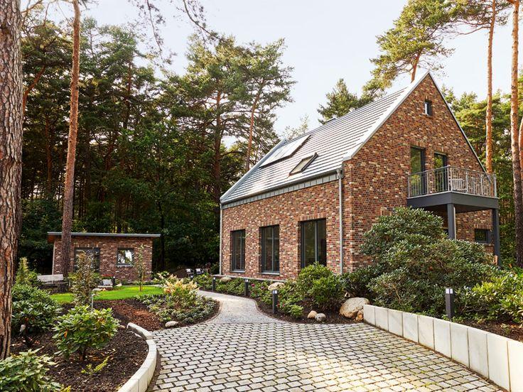 Satteldach, eineinhalb Etagen, klassisch modern, wohngesund und effizient – wi…