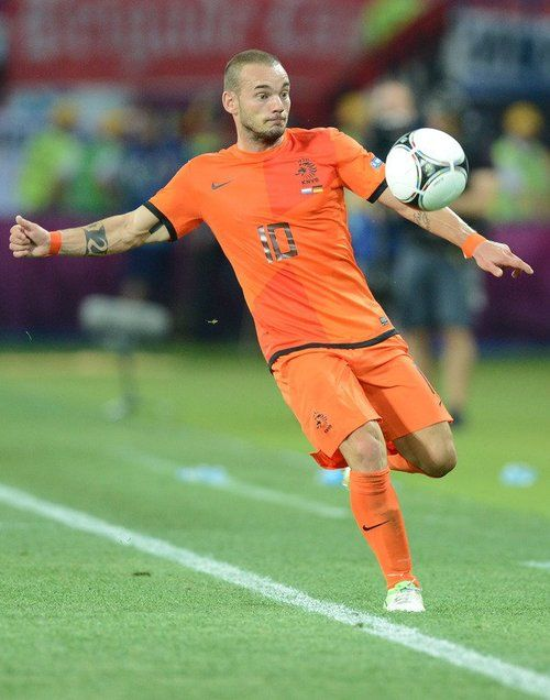 Wesley Sneijder Attacking midfielder currently plays for Internazionale and for the Dutch national team