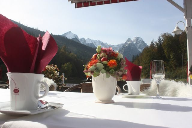 kaffeetafel am seehaus herbsthochzeit in den bergen von garmisch partenkirchen. Black Bedroom Furniture Sets. Home Design Ideas