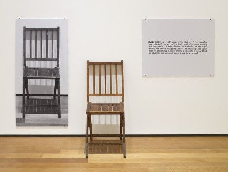 Joseph Kosuth. One and three chairs (1965). In MoMa, NY