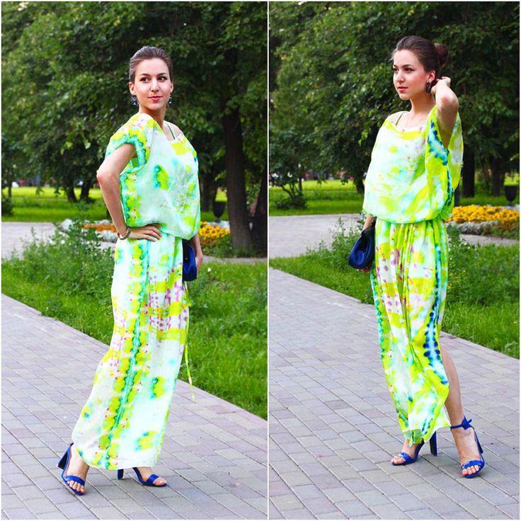 """Катерина Высоковская - fashion блогер @Buro247RU и @Topbeauty_Magazine : """"По-моему, шелковое струящееся платье с открытой обувью на удобном каблуке - идеальный вариант!"""" Платье-Туника участвует в SALE со скидкой 50%! 100% шелк Цена: 4500₽ вместо 9000₽ Размеры: S/M и M/L"""