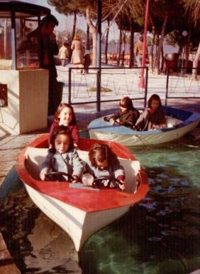 Foto de las Barcas del Parque de Atracciones de Madrid, 1976#Repin By:Pinterest++ for iPad#
