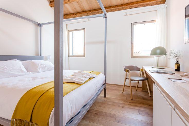 Venissa Wine Resort, referenza Vimar a Venezia. Camera da letto con la serie civile Eikon Evo bianca. Applicazione hotel - referenza http://www.vimar.com/it/it/venissa-wine-resort-venezia-12532172.html