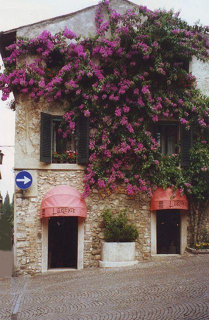   ♕    Casa dei fiori - Sirmione, Lombardy    by © risotto al caviale