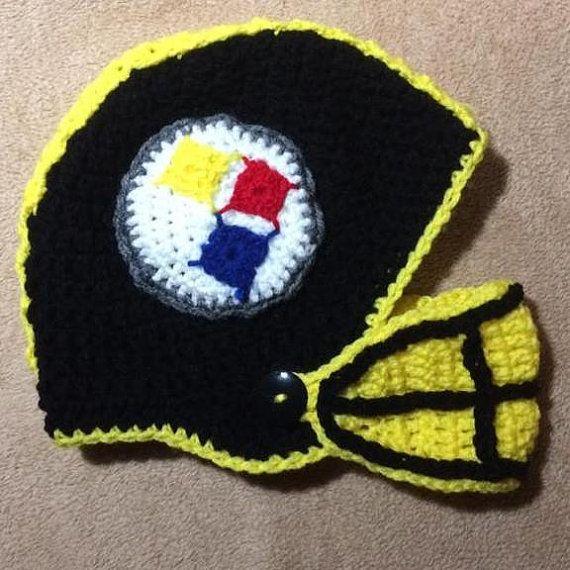 Casco de fútbol americano de ganchillo por DakotaHookerCrochet