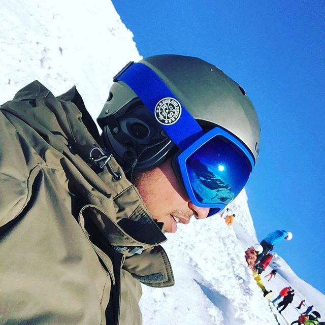 Helmet Compatible!!  The R&S Stealth All Blue!    #ski #helmet #snow #snowboarding #skiing #riseandshine #winter #wintersport #snowbording #eyewear #goggles #skibril #bluebird #fashion #gopro #swag #apresski #valthorens #likeaboss #damn #bawsesonly #lens #interchangeable