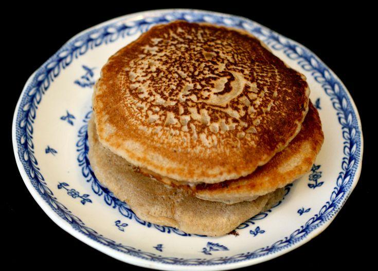 #vegan #pancakes http://umlimaomeiolimao.wordpress.com/2015/01/05/vanilla-almond-pancakes/