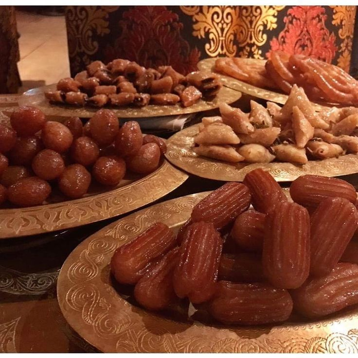 Last night's ramadan sweets, This is what I'm craving right now 💖💖💖🙏 #cravings #ramadan #fasting #lebanon #lebanese #lebanesecuisine #syria #followforfollow #followers #followback #followher #followme #followhim #algeria #algerian #algerien #morocco #tunisia #istanbul #ComptoirLibanais #london #london🇬🇧 #londonrestaurants #patchi #cooking by tonykitous / Instagram